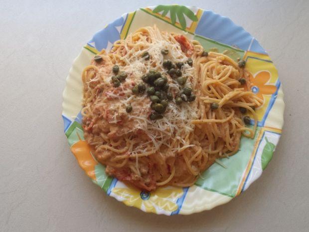 Spaghetti z sosem pomidorowo-serowym
