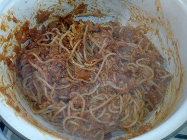 Spaghetti z sosem z kotletów mielonych