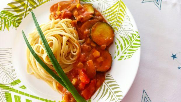 Spaghetti z warzywnym gulaszem