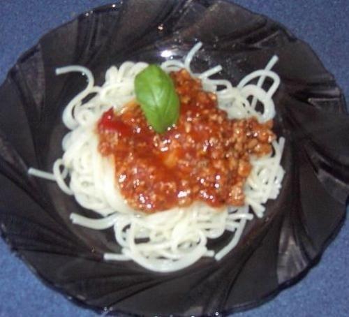 Spaghetti z własnym sosem