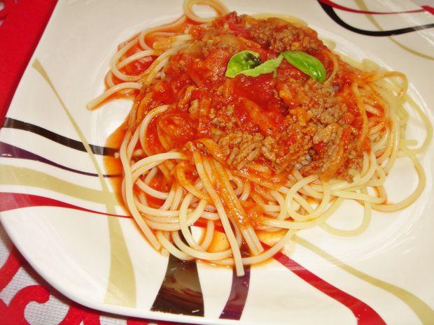 Spaghetti z wołowiną, cukinią i pomidorami