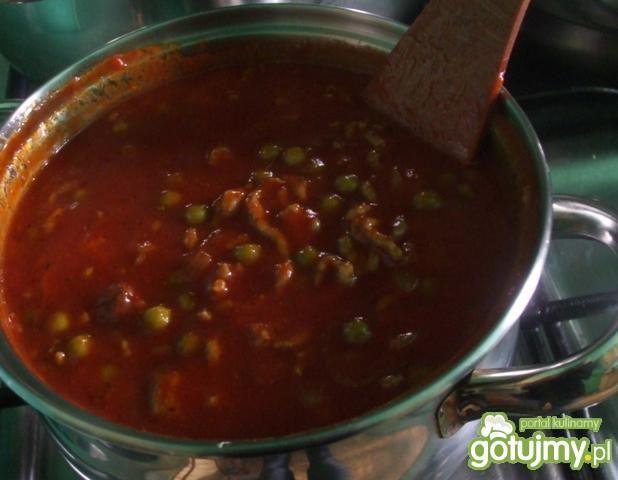 Spaghetti z zielonym groszkiem