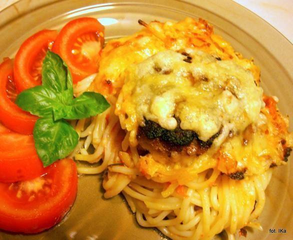 Spaghetti zapiekane z kotlecikami