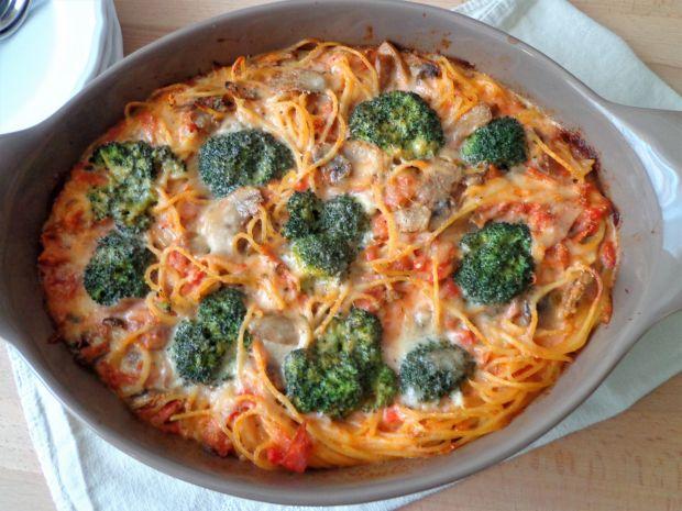 Spaghetti zapiekane z sosie śmietanowo-pomidorowym