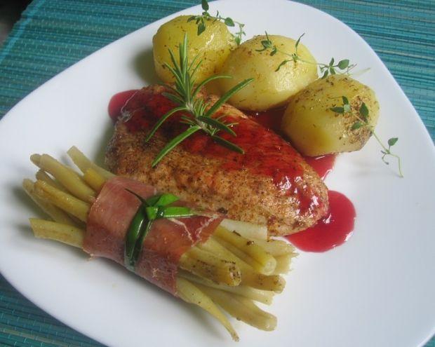 stek z indyka z ziemniaczkami i fasolą