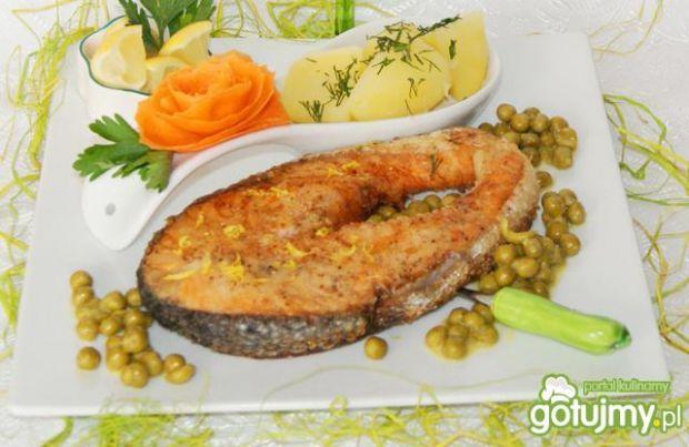 Steki z łososia na cytrynowym groszku :