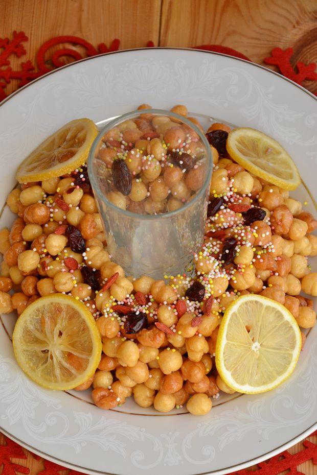 Struffoli czyli maleńkie pączuszki otulone miodem