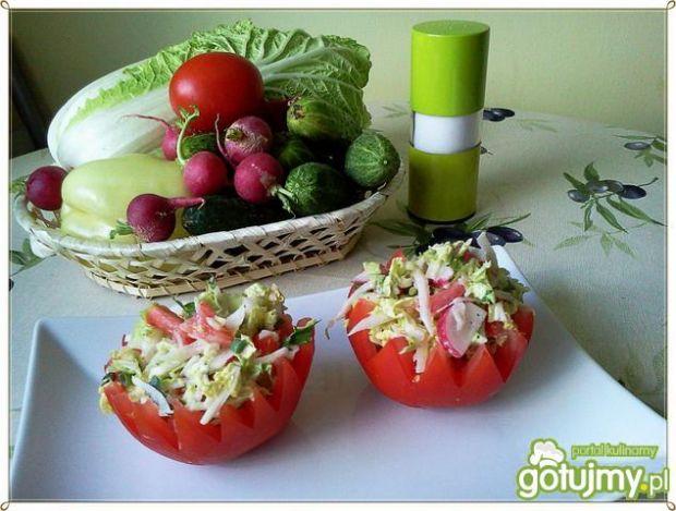 Sur. pekinki z pomidorem i kalarepką