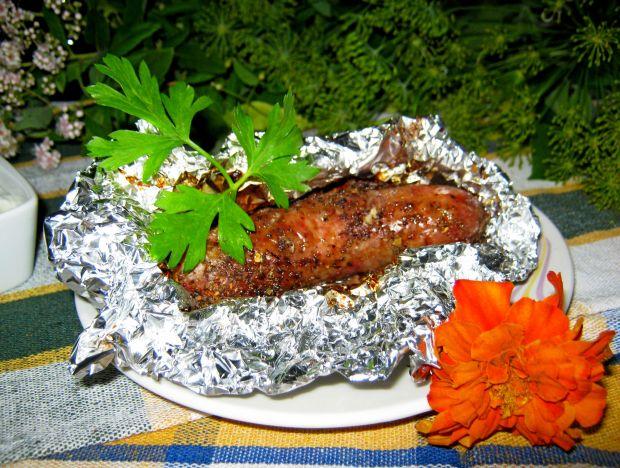 Surowa kiełbaska na grilla