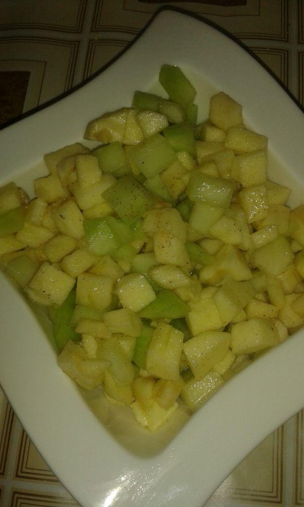 Surówka jabłkowo melonowa