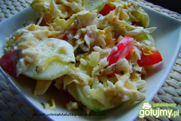 Surówka obiadowa z tartymi korniszonami