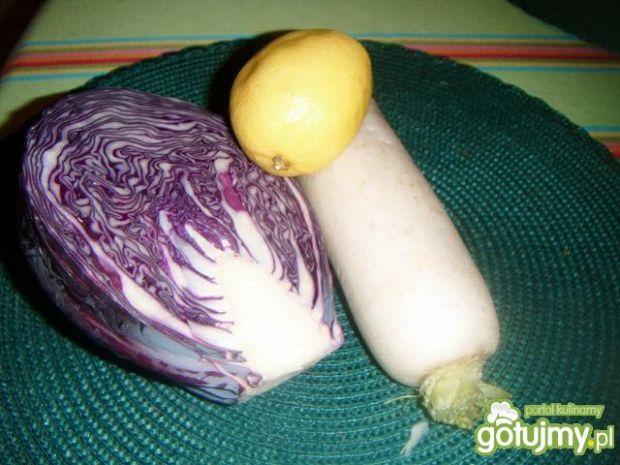 Surówka z białą rzodkwią i kapustą