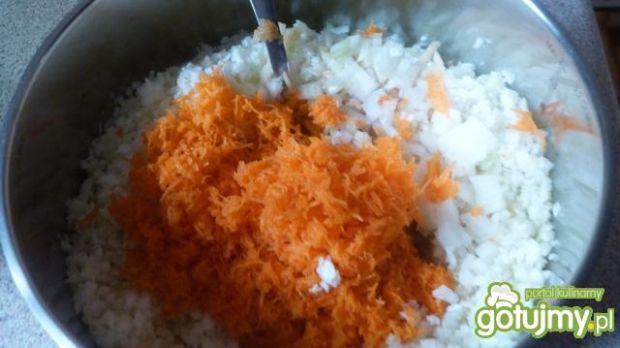 Surówka z białej kapusty i marchewki