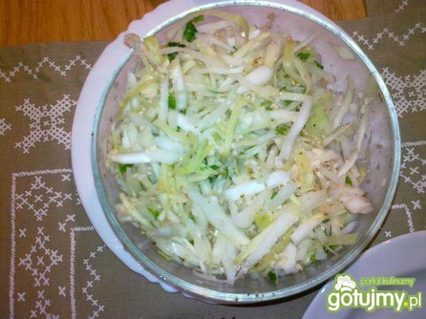 Surówka z białej kapusty obiadowa
