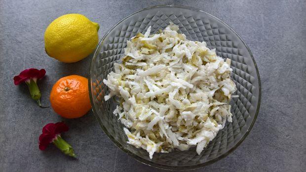 Surówka z białej rzodkwi i ogórków kiszonych