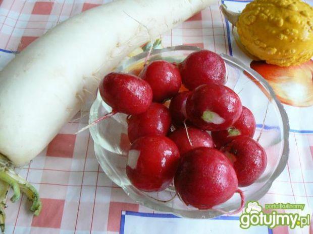 Surówka z białej rzodkwi i rzodkiewki