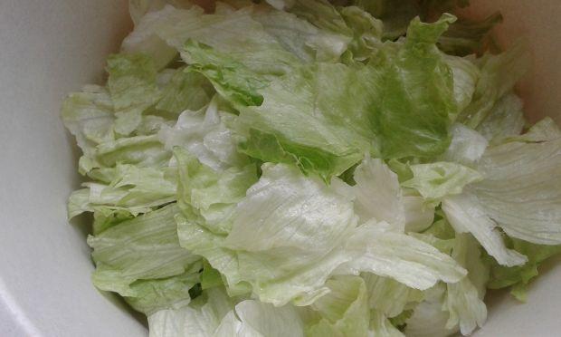 Surówka z dużą ilością zieleniny