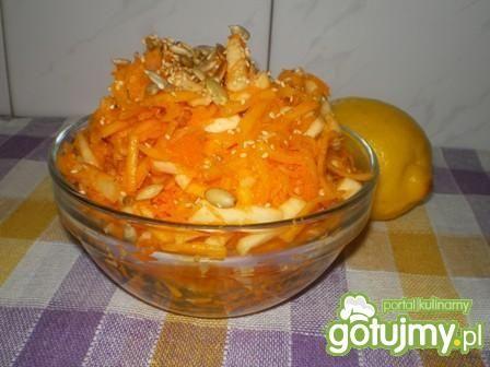 Surówka z dyni, marchwi i jabłek