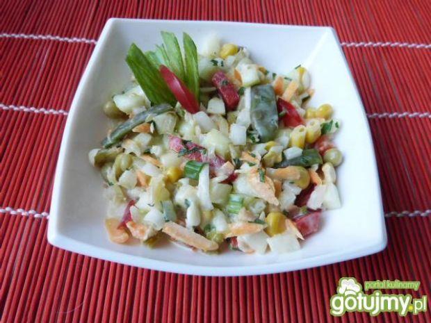 Surówka z jabłek i warzyw mieszanych