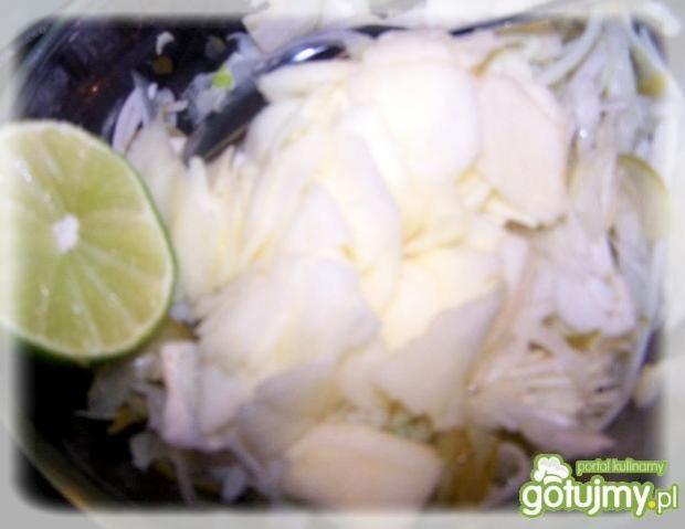 Surówka  z jagodami Goji