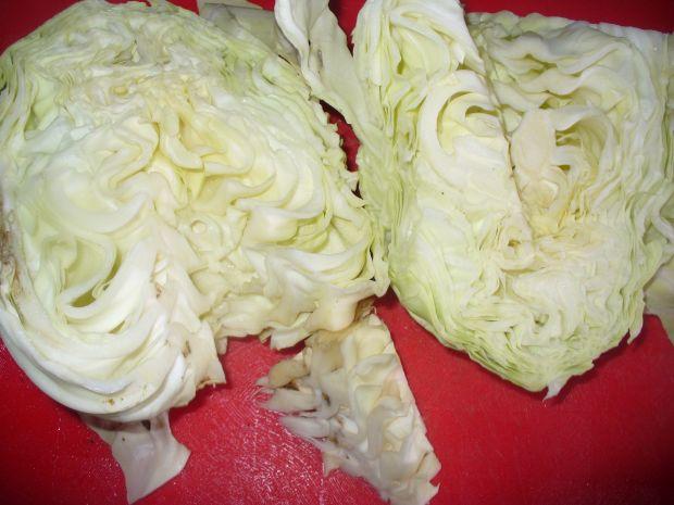 Surówka z kapusty białej z daktylami