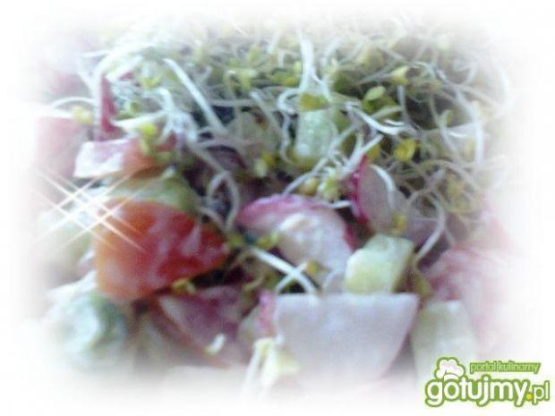 Surówka z kiełkami brokuła