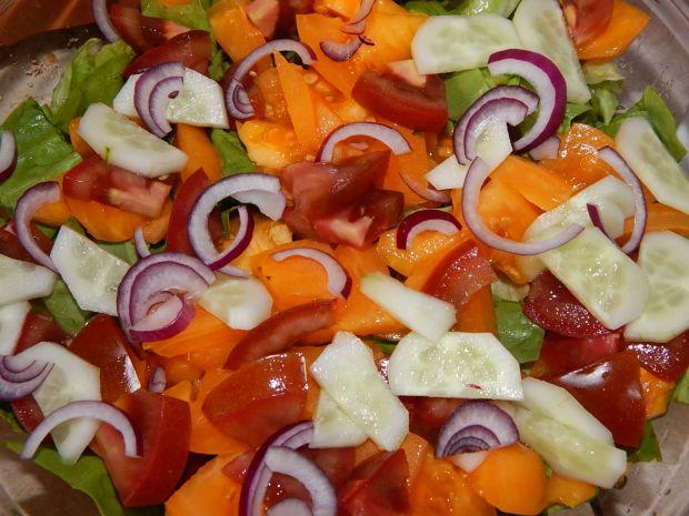 Surówka z kolorowymi pomidorami