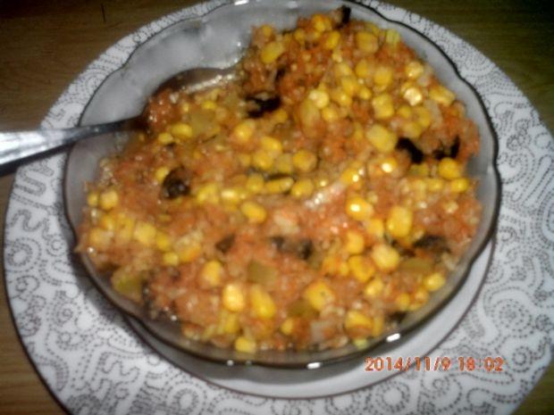 Surówka z kukurydzą,ogórkiem konserwowym i oliwkam