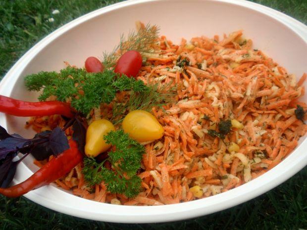 Surówka z marchewki i kukurydzy