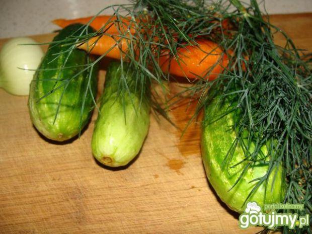 Surówka z marchewki i ogórka z koperkiem