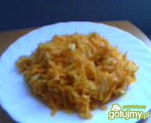 Surówka z marchewki pietruszki i cebuli