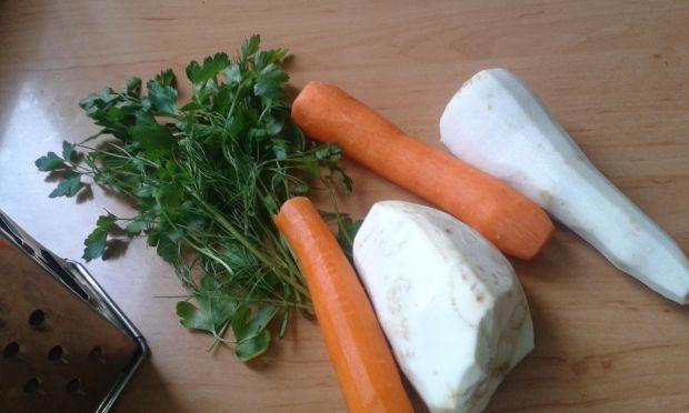 Surówka z marchewki, pietruszki i selera