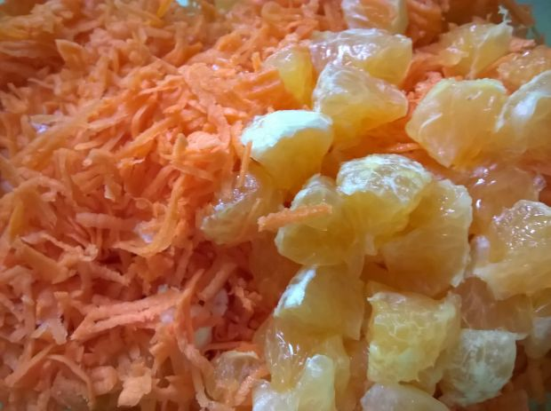 Surówka z marchwi i mandarynki