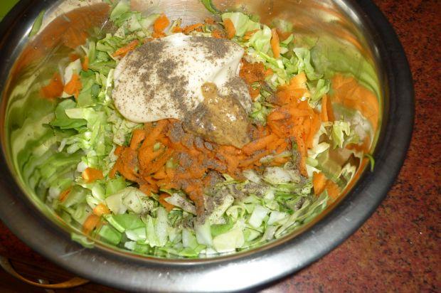 Surówka z młodej kapusty i marchewki