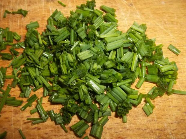 Surówka z młodej kapusty z sosem czosnkowym