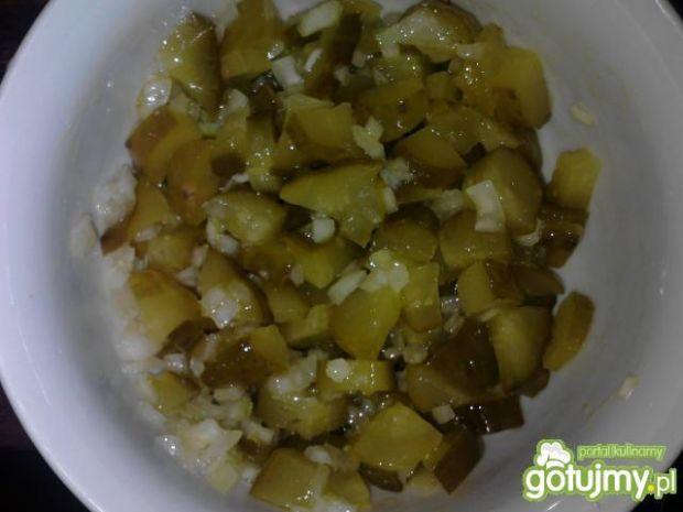 Surówka z ogórka kiszonego i cebuli
