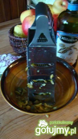Surówka z ogórka konserwowego