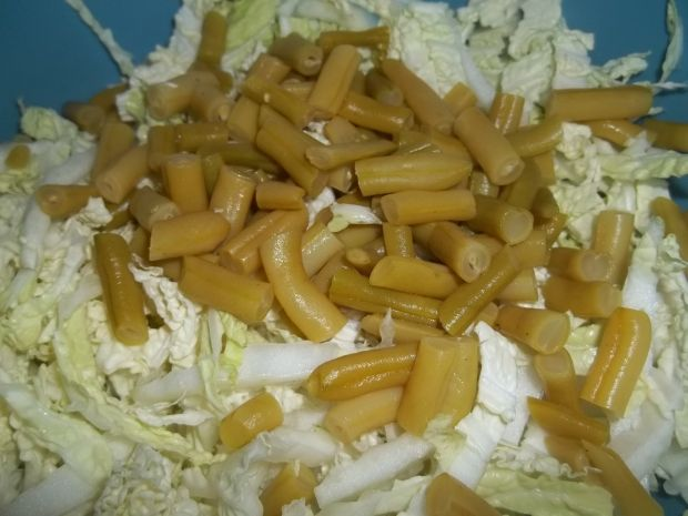 Surówka z pekińskiej i fasolki szparagowej