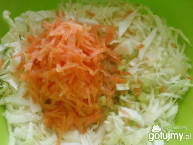 Surówka z pekińskiej i marchewki