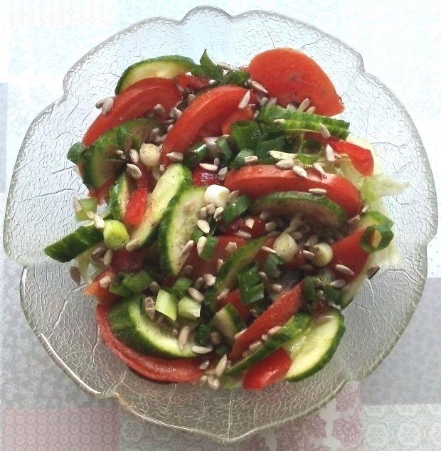 Surówka z pomidorami i słonecznikiem