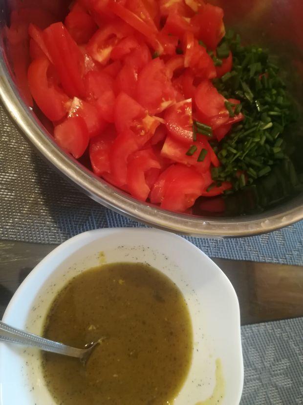 Surówka z pomidorów z sosem miodowo-musztardowym