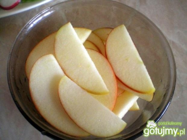 Surówka z rzodkiewek, jabłek i czerwonej