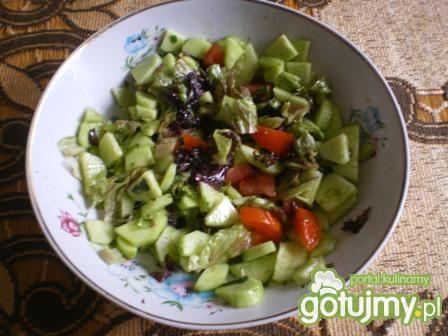 Surówka z sałaty czerwonej i pomidorów