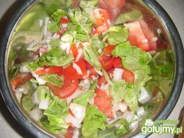 Surówka z sałaty i pomidorów 2