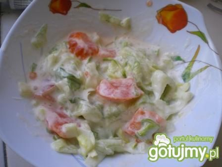 Surówka z sałaty lodowej i pomidorów