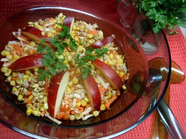 Surówka z selera gruszki i pistacji