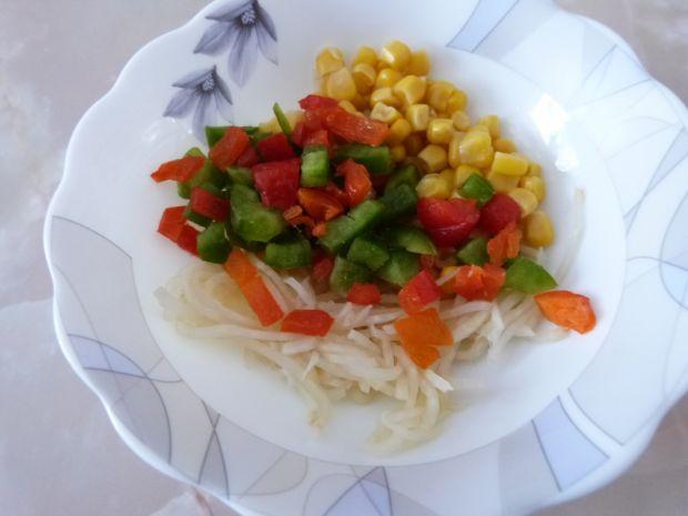 Surówka z selera i kukurydzy