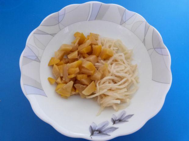 Surówka z selera jabłek i patisonów