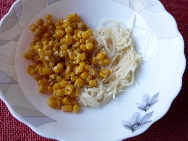 Surówka z selera, marchewki i kukurydzy