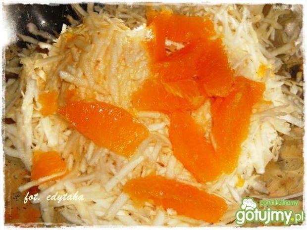 Surówka z selera z pomarańczą i żurawiną